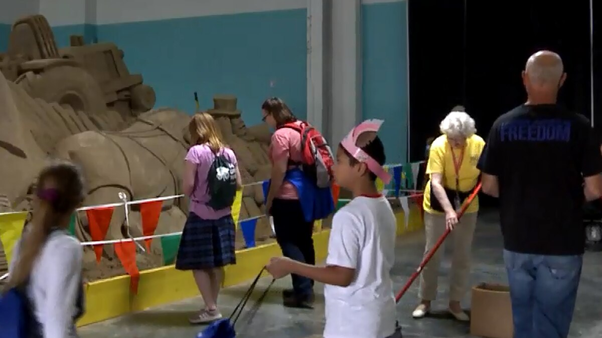 Volunteer works at the Nebraska State Fair.