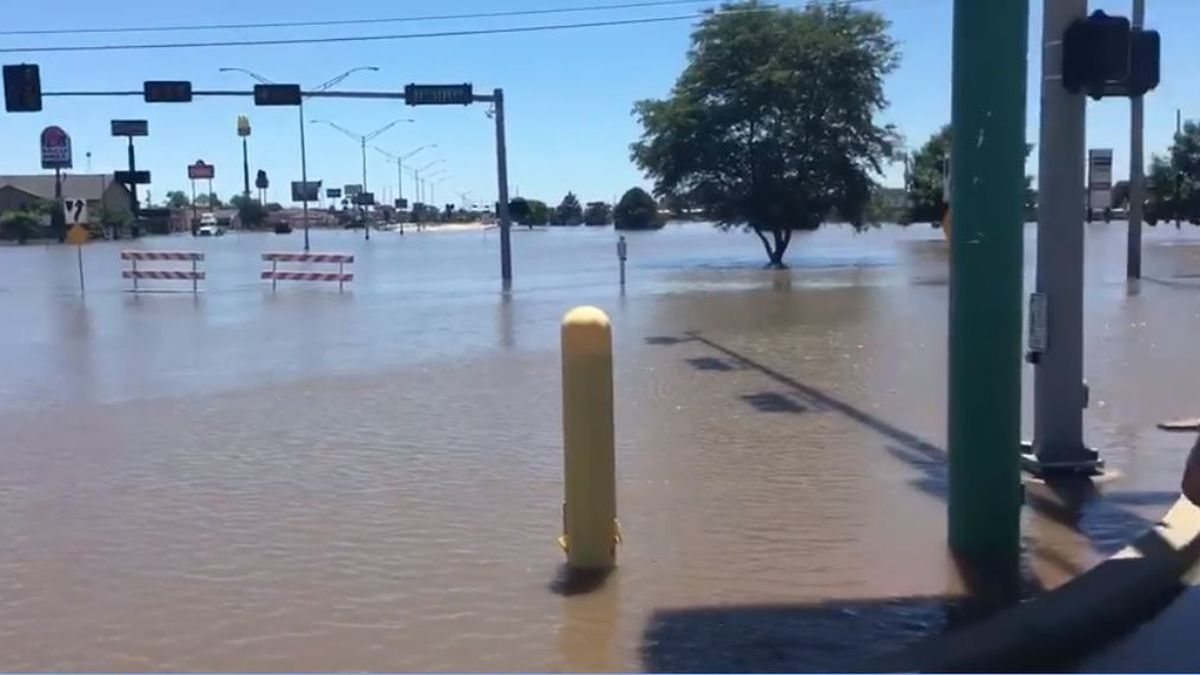 Waters are high at 2nd Ave and 11th Street in Kearney. (Source: Shannon Heckt)