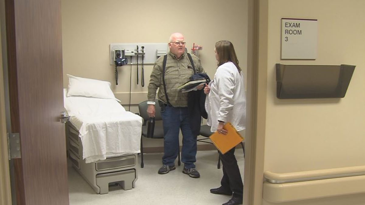 Wilber Medbery meets with his nurse at the CHI Health Cancer Clinic. (Credit: Alicia Naspretto, KSNB)