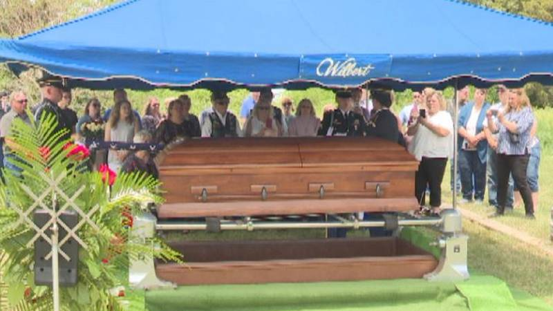 Lyle Wayne Reab's family during his burial.