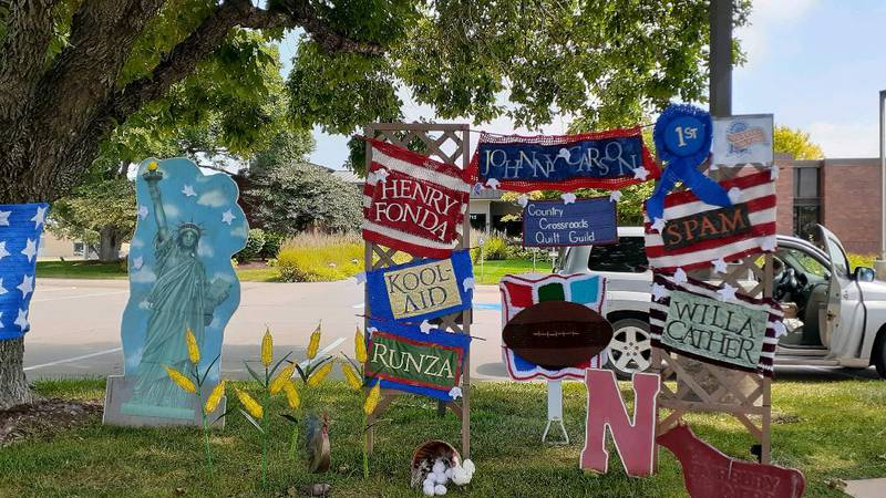 """Cross Country Quilt Guild from Kearney, Neb. is the winner with their """"Between the Statue of..."""