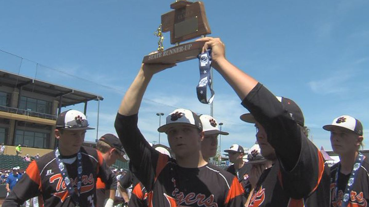 The Hastings baseball team accept their Class B State runner-up trophy, after falling to Bennington 4-3 in extra innings. (Source: KSNB)
