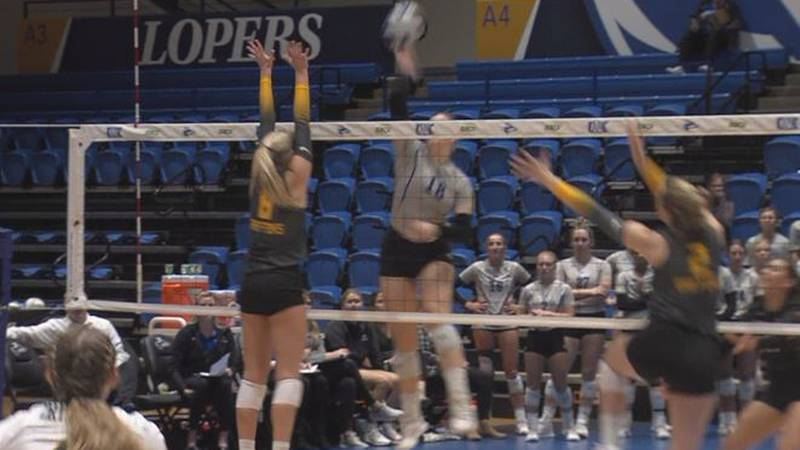 Emersen Cyza hammers a kill for the Lopers