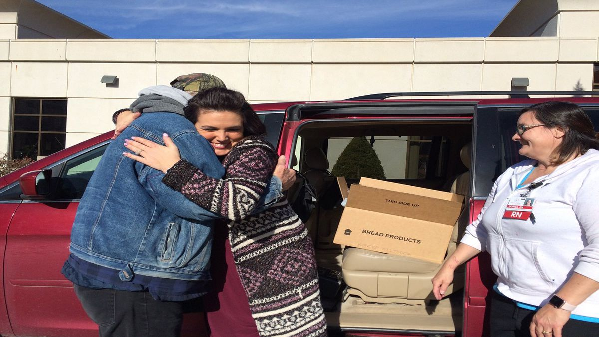 Volunteers gave out free Thanksgiving meals to cancer patients at the Morrison Cancer Center Monday. (Source: Kelsey Dickeson, KSNB)