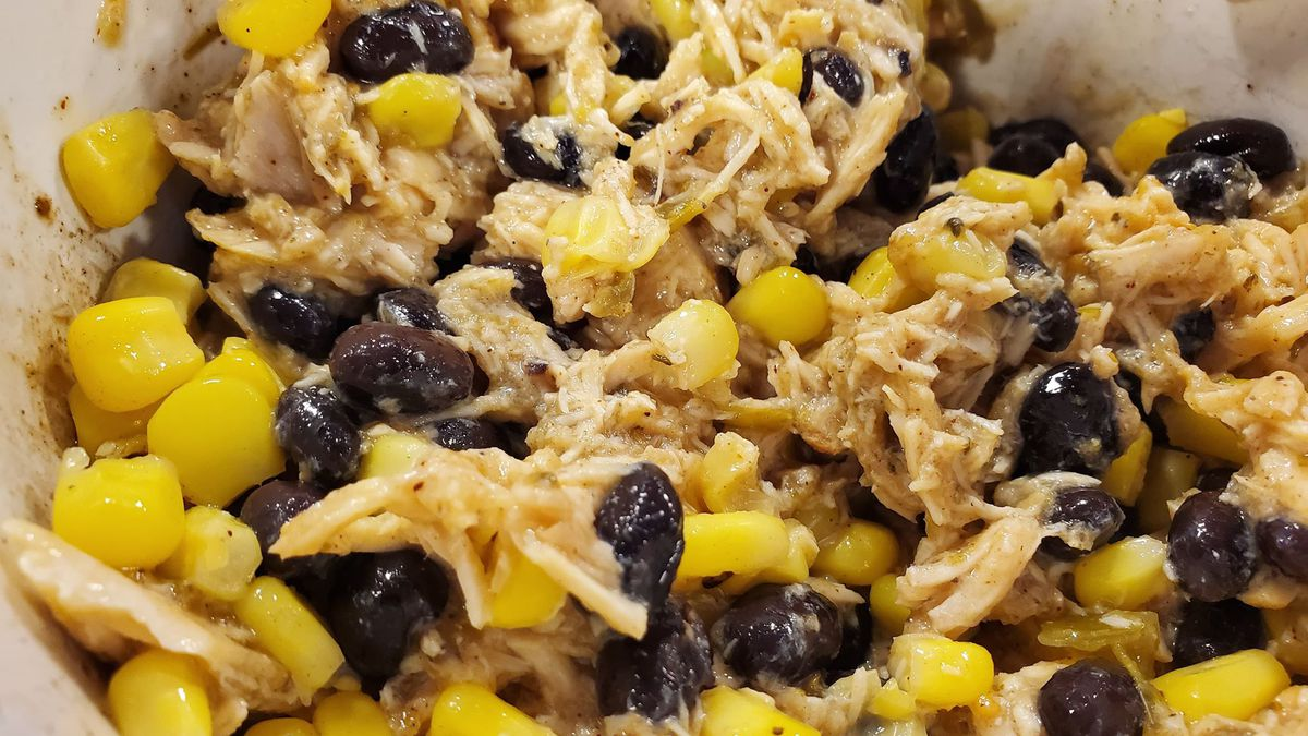 Dietitian Shannon Frink made a chicken taco recipe during this week's Foodie Friday. (Source: KSNB)